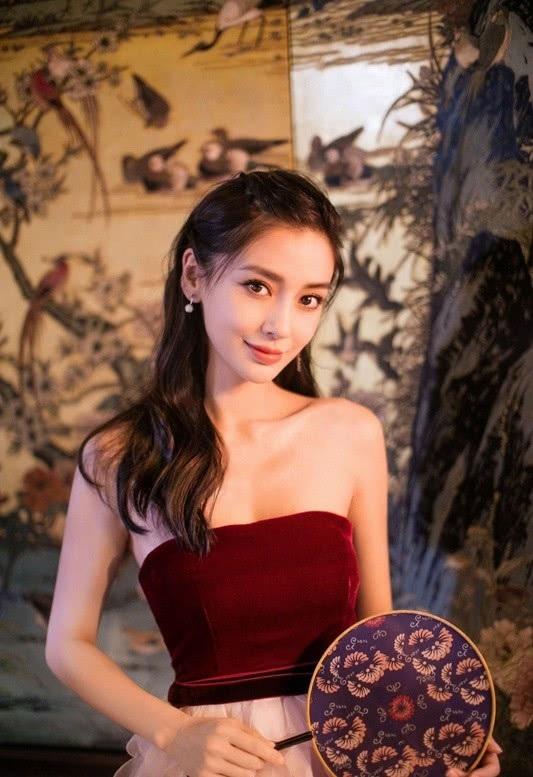 Gương mặt không góc chết là tài sản vô giá của Angelababy, giúp cô trở thành một trong những mỹ nhân xinh đẹp nhất của làng giải trí Hoa ngữ hiện tại.