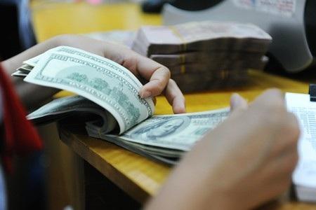 Sáng nay 29/6, nhiều ngân hàng thương mại đồng loạt tăng mạnh giá USD, trong đó VietinBank niêm yết giá bán USD ở mức 23.002 đồng.