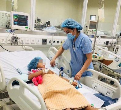 Người em hiện đang được điều trị tích cực tại BV Nhi Trung ương.