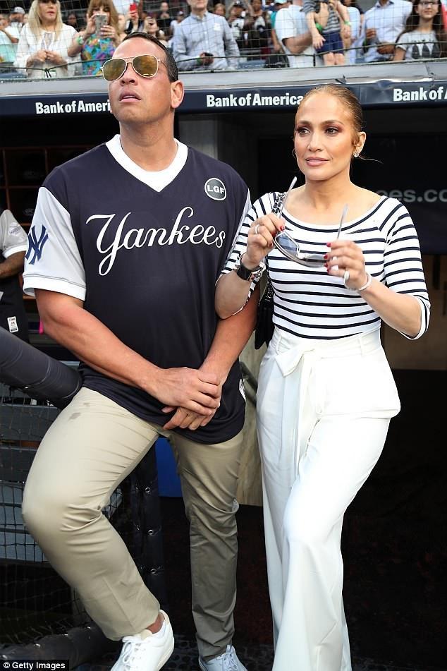 Jennifer Lopez và Alex Rodriguez tới xem 1 trận đấu bóng chày vì mục đích từ thiện