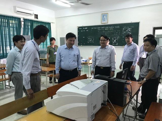 Đoàn công tác của Bộ GD - ĐT do Thứ trưởng Nguyễn Hữu Độ làm trưởng đoàn thăm, kiểm tra công tác chấm thi THPT quốc gia tại Đà Nẵng
