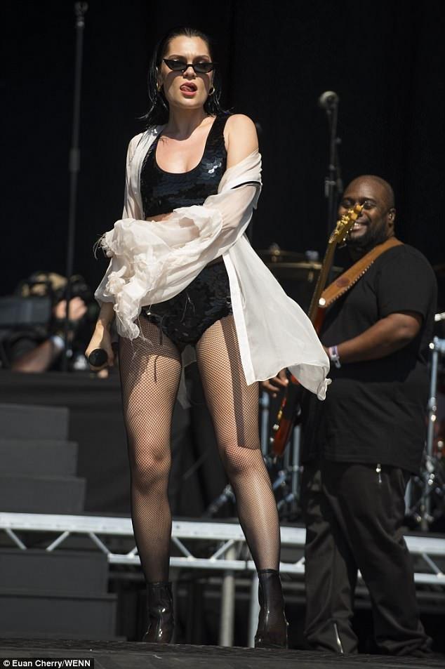 Jessie J từng ngồi ghé giám khảo The Voice Anh và Úc