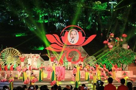 Cầu truyền hình trực tiếp giữa Thái Nguyên và TPHCM có chủ đề Ngàn hoa dâng Bác, nhằm kỉ niệm 70 năm Bác Hồ ra lời kêu gọi thi đua ái quốc.