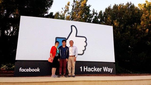 Ba mẹ Lân vô cùng tự hào và xúc động khi lần đầu tiên đặt chân đến Facebook - nơi làm việc của con trai sau khi ra trường.