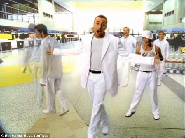 "Backstreet Boys trong MV ""I Want It That Way"""