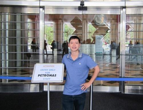 Thầy Tám trong dịp Sở GD&ĐT Nghệ An cử đi học khóa đào tạo ngắn hạn tại Malaysia