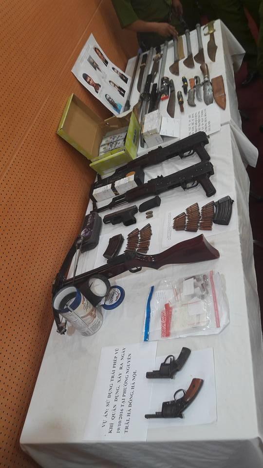 Nhiều vũ khí được Công an Hà Nội tìm ra