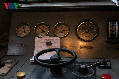 Những tờ thông báo lịch trình luôn đặt ở khu vực vô lăng để người lái ghi nhớ.