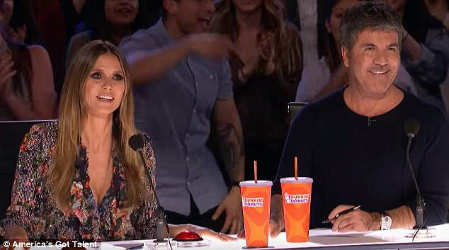 Giám khảo - người mẫu Heidi Klum và nhà sản xuất chương trình truyền hình Simon Cowell đều cảm thấy hứng thú bởi năng lượng toát ra từ hai thí sinh.