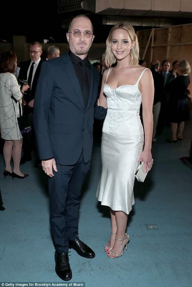 Jennifer và bạn trai cũ, Darren Aronofsky, tình cờ gặp nhau tại New York, Mỹ vào tuần trước. Họ đã chia tay từ tháng 9 năm ngoái sau 1 năm bên nhau.