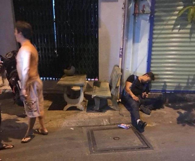 Hiện trường nơi anh Phong bị bắn 4 phát đạn trước cửa nhà vào đêm 14/3.