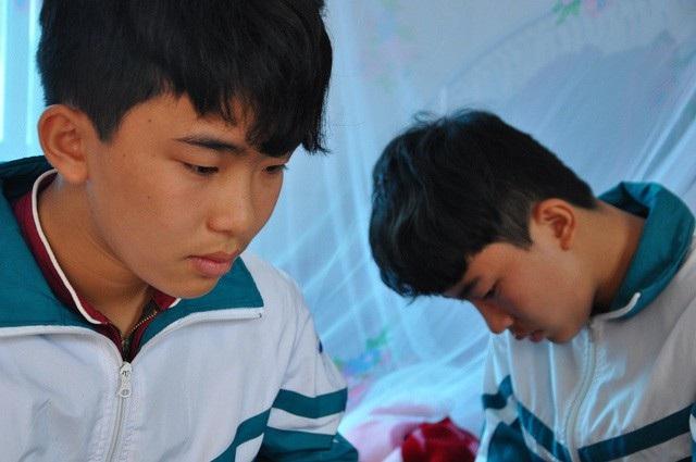 Hai anh em Lân, Trung đã mất bố từ sớm, giờ mẹ lại mắc căn bệnh ung thư.
