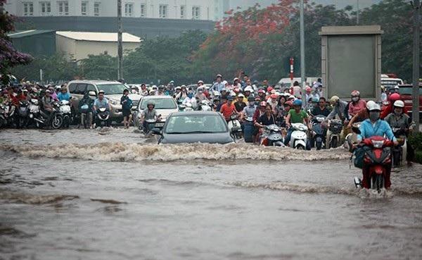 Tình trạng ngập lụt thường xuyên xảy ra tại Hà Nội khi có các cơn mưa lớn kéo dài