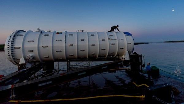 Trung tâm dữ liệu của Microsoft được đưa xuống biển và sử dụng công nghệ của tàu ngầm để làm mát