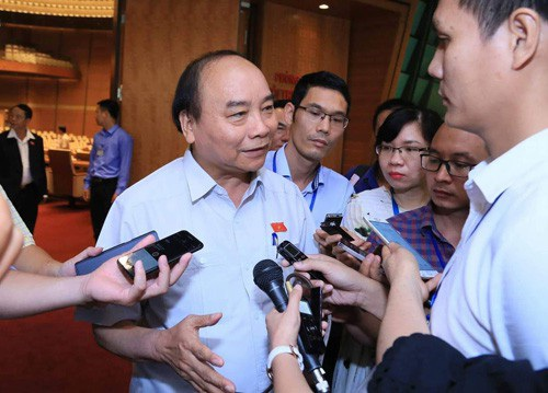 Thủ tướng trả lời phỏng vấn của báo chí về Dự án Luật Đơn vị hành chính- kinh tế đặc biệt/Ảnh: VGP