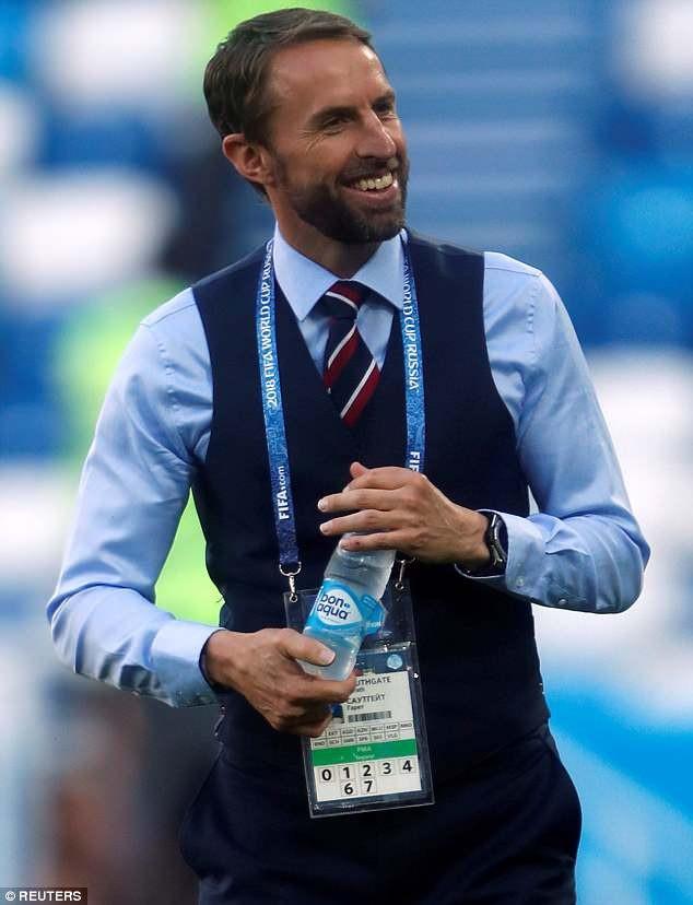 """Bỗng nhiên áo gi-lê nam bán """"đắt như tôm tươi"""" nhờ World Cup - 2"""