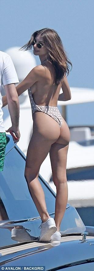 Chân dài người Mỹ đi nghỉ hè ở Mykonos, Hi lạp cùng bạn bè trong đó có siêu mẫu Gigi Hadid