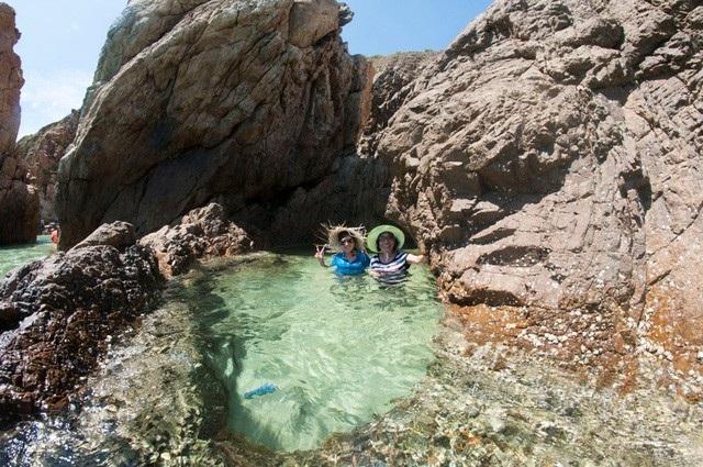 Những hồ bơi mini được thiên nhiên kiến tạo rất đẹp và độc đáo. Ảnh: Câu lạc bộ Nhiếp ảnh & Du lịch
