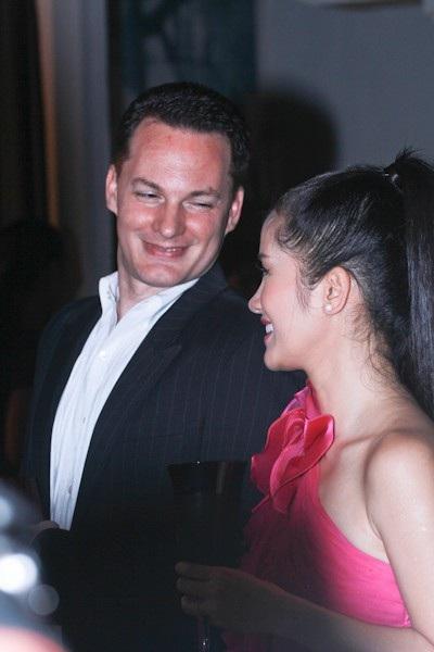 Ca sĩ Hồng Nhung đã chia sẻ thông tin về việc ly hôn với doanh nhân người Mỹ kém tuổi, Kevin Gilmore.