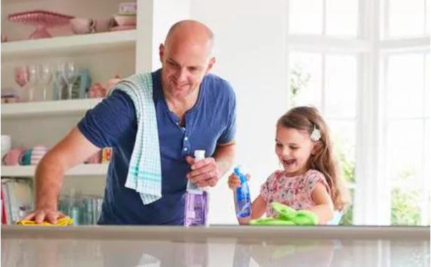 Trẻ em sống trong môi trường quá sạch sẽ dễ phát triển bệnh bạch cầu.