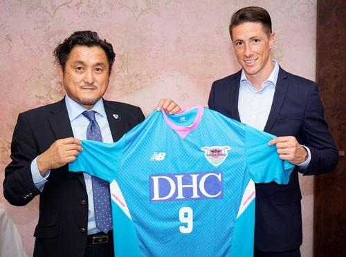Fernando Torres ra mắt CLB Sagan Tosu