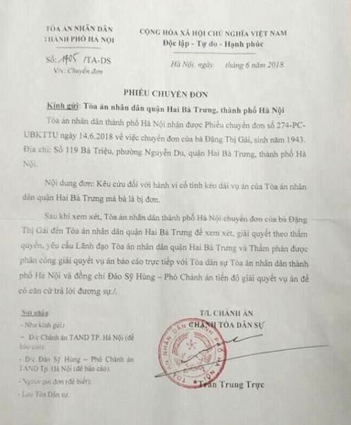 TAND TP Hà Nội yêu cầu lãnh đạo TAND quận Hai Bà Trưng và thẩm phán được phân công giải quyết vụ án báo cáo trực tiếp với Tòa dân sự TAND TP Hà Nội và ông Đào Sỹ Hùng, Phó chánh án về tiến độ giải quyết vụ án.