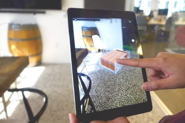 Tính năng View in My Room 3D của nền tảng Houzz giúp tăng cơ hội mua các sản phẩm nội thất của khách hàng. Ảnh: The Verge