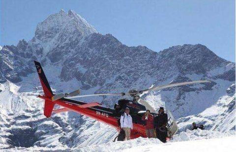 Bữa ăn đặc biệt trên đỉnh núi cao nhất thế giới Everest
