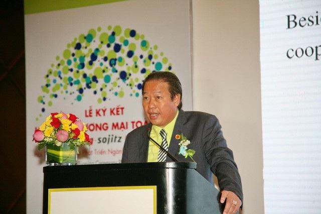 Ông Hồ Đức Lam đang giữ hơn 64% cổ phần tại Nhựa Rạng Đông