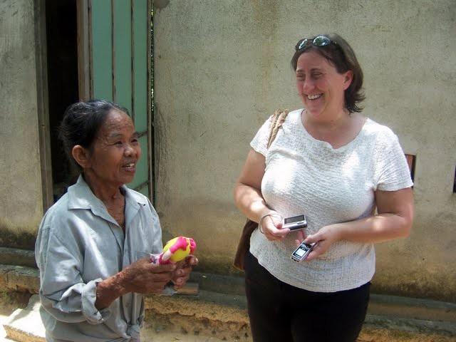 Bà Susan trong một chuyến công tác tại Việt Nam (Ảnh do nhân vật cung cấp) Ảnh: Rivka Eisner