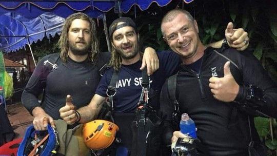 Một số người đang sinh sống bằng nghề dạy lặn ở Thái Lan cũng nhanh chóng sắp xếp công việc để bay tới Chiang Rai. Ảnh: Facebook