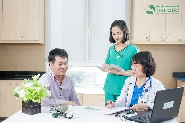 Khám sức khỏe, tầm soát ung thư định kì luôn được các bác sĩ khuyến khích