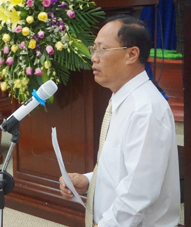 Giám đốc Sở Xây dựng tỉnh Bạc Liêu Huỳnh Quốc Ca đang trả lời chất vấn.