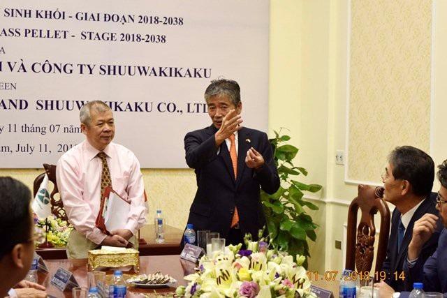 Ông Hideki Kurihara - Chủ tịch Tập đoàn Shuuwakikaku (người đứng bên phải)