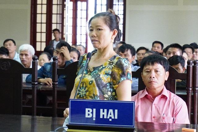 Mẹ bị hại Tiến dù rất đau lòng trước cái chết của con mình nhưng với lòng vị tha của một người mẹ, bà xin HĐXX giảm án cho Minh để bị cáo có cơ hội làm lại cuộc đời