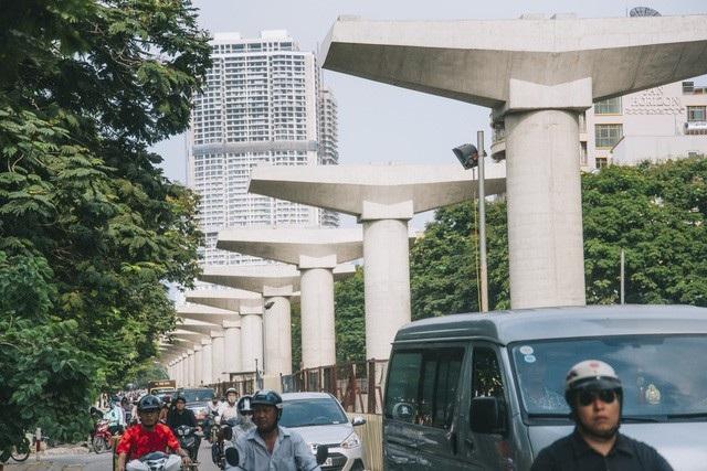 Đường sắt đô thị Nhổn- ga Hà Nội chưa biết khi nào về đích (Ảnh: Toàn Vũ).