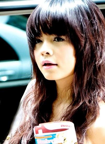Ca sĩ Phạm Quỳnh Anh sinh năm 1984, quê Hà Nội. Năm 1997, cô bắt đầu sự nghiệp ca hát khi tham gia nhóm nhạc Sắc Màu. Nhóm tồn tại 5 năm thì tan rã. Sau đó, cô quyết định vào Sài Gòn tiếp tục theo đuổi nghề ca hát.