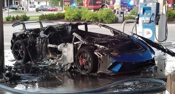 Chiếc siêu xe Lamborghini Huracan Performante bị thiêu rụi hoàn toàn