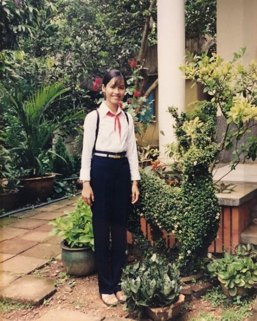 Á hậu Hoàng My bất ngờ chia sẻ ảnh thời học sinh, khi cô mới học lớp 6 đã có chiều cao khá vượt trội.