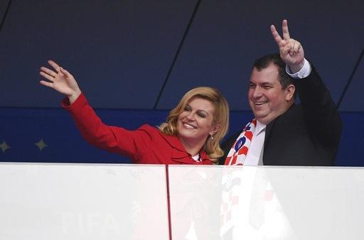 Tổng thống Croatia - bà Kolinda Grabar-Kitarovic đến theo dõi trận đấu chung kết World Cup cùng chồng.