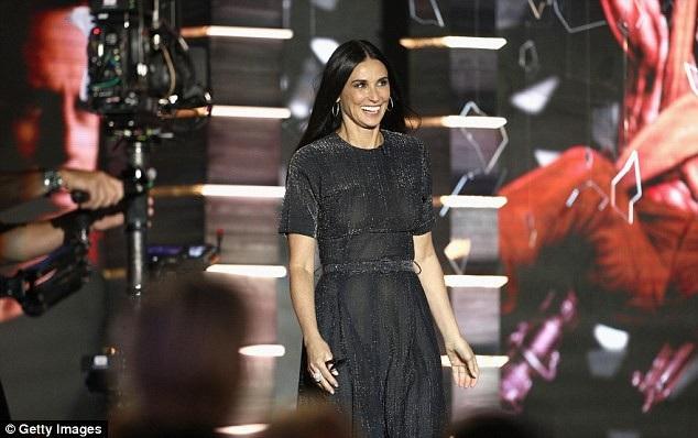 Sau khi chia tay Bruce, Demi kết hôn với nam diễn trẻ Ashton Kutcher và cũng đã ly dị