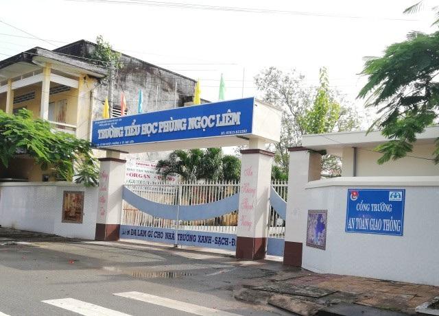 Trường Tiểu học Phùng Ngọc Liêm được xem là trường điểm của TP Bạc Liêu. Tuy nhiên, tình trạng quá tải sĩ số học sinh/lớp ở đây được lãnh đạo HĐND tỉnh Bạc Liêu cho biết là rất cao.