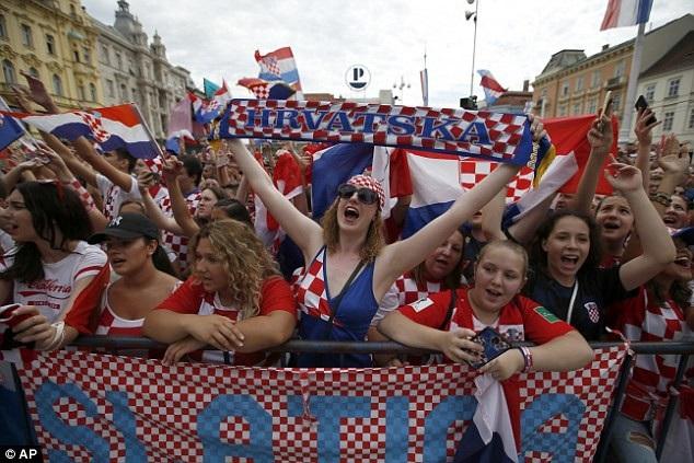 Bầu không khí sôi động tại Zagreb chờ đón cầu thủ Croatia trở về