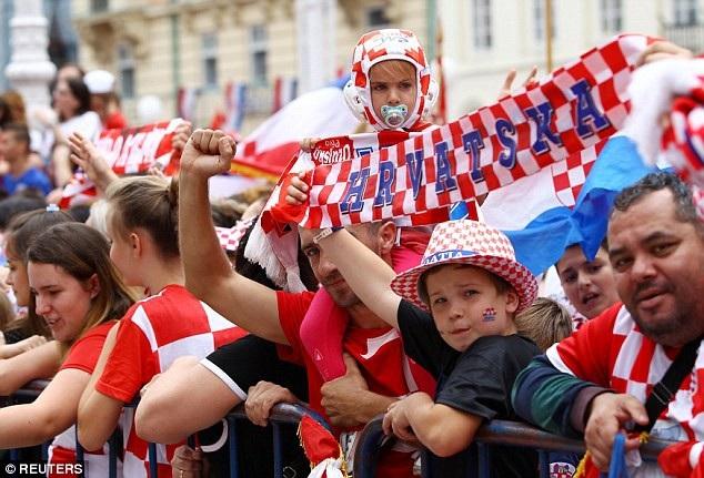 Với cổ động viên Croatia, các cầu thủ con cưng xứng đáng được ngợi khen dù không vô địch