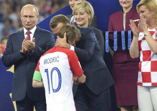 Thủ quân Modric đã bật khóc khi được trao Quả bóng vàng World Cup. Thành công cá nhân không giúp anh quên đi đau đớn về thất bại của đội tuyển quốc gia ở trận chung kết World Cup