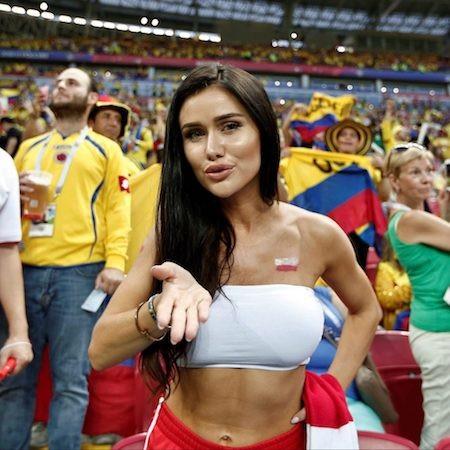 """Giây phút nữ cổ động viên xinh đẹp gửi nụ hôn gió """"đốn tim"""" hàng triệu khán giả truyền hình đang theo dõi World Cup"""