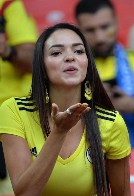 Hẳn nhiều người vẫn còn nhớ đến nụ hôn gió ngọt ngào của fan nữ Colombia trên khán đài cổ vũ trận đấu giữa đội bóng Nam Mỹ và Anh ở vòng 1/16