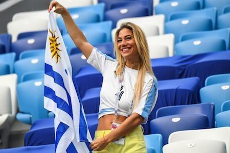 Các nữ cổ động viên xinh đẹp lúc nào cũng là cơn gió mát rượi thổi trên khán đài World Cup mùa hè 2018