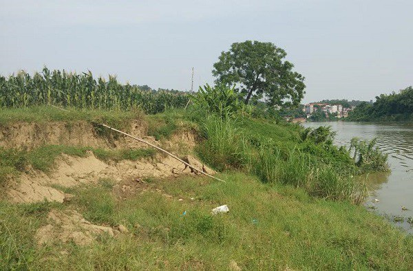 Người dân bày tỏ lo lắng và không đồng tình việc cho doanh nghiệp đào cát sông Cầu do nguy cơ sạt lở mất ruộng đồng.