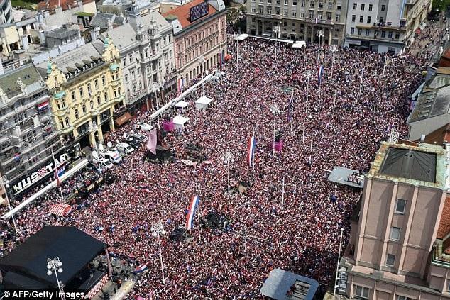 Hàng nghìn người Croatia đã đổ ra khắp đường phố để chào đón những người hùng